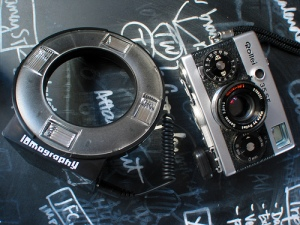 Lomo Ring Flash: Rollei 35SE
